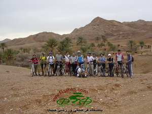 arosan in iran desert - bike in iran