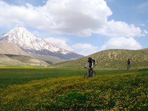 dasht-vararo in iran - damavand mountain