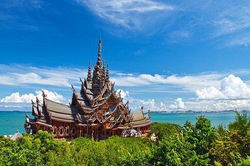 معبد باشکوه حقیقت